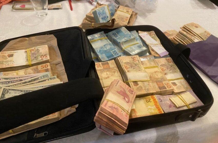 MALA de dinheiro e arma são apreendidas em operação contra ex-governador do DF