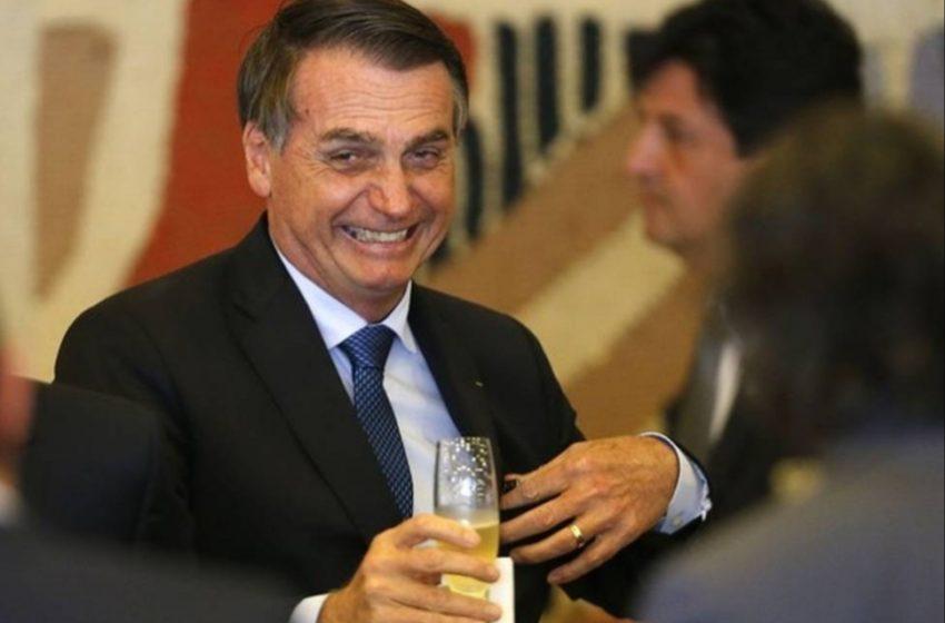 """BOLSONARO zomba de refrigerante rosa do Maranhão e diz que é """"boiolagem"""""""