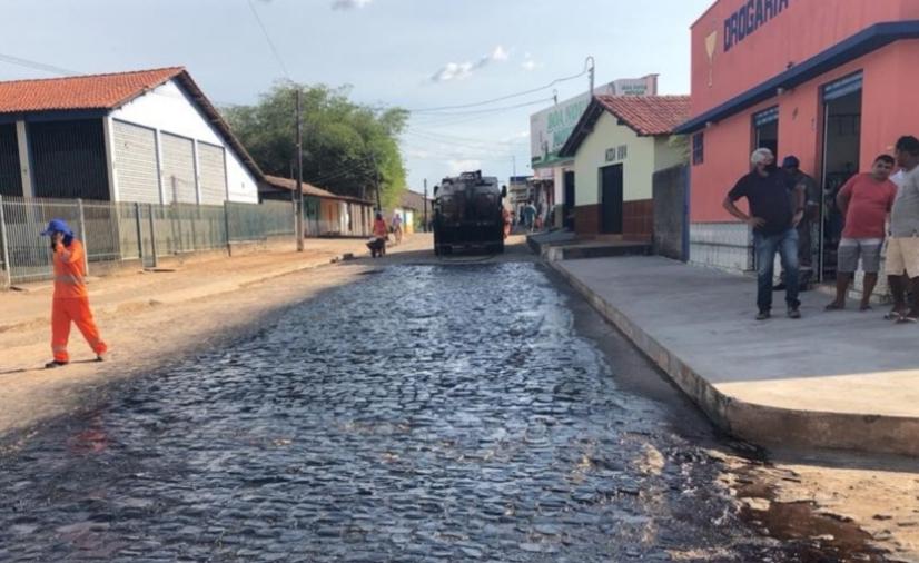DER do Piauí asfalta vias em Nossa Senhora dos Remédios e Porto