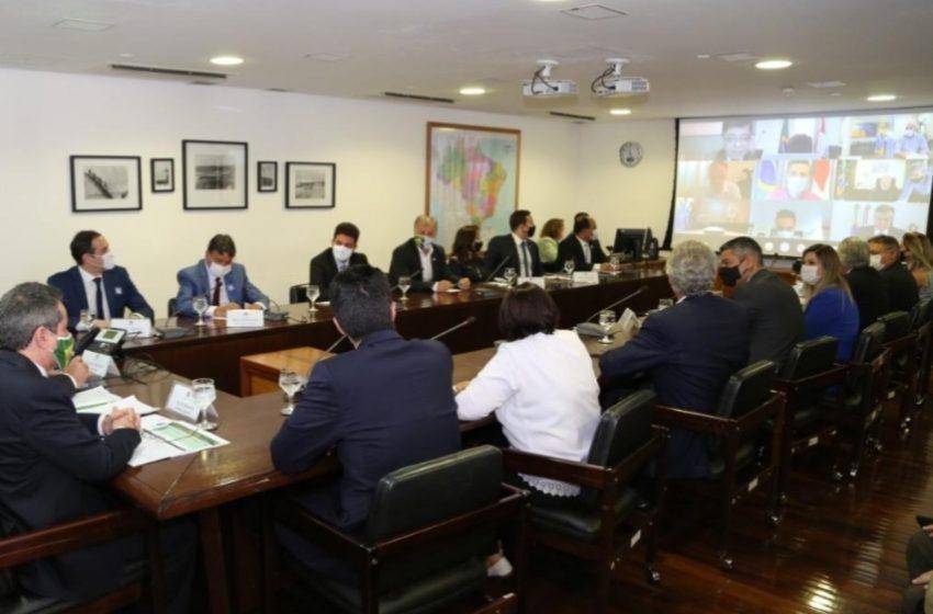 ESTADOS pressionam Governo Federal para coordenar imunização