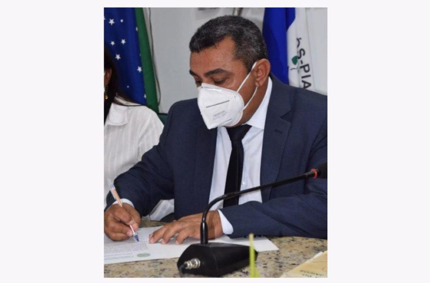 DEPOIS de um discurso de 24 minutos, prefeito Neném de Edite, admitiu que seu nome poderá figurar como candidato em 2022