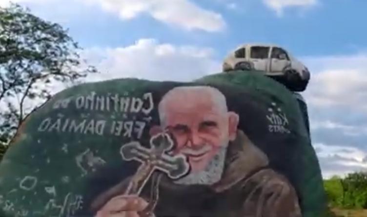 CANTINHO de Frei Damião é uma obra de arte implantada em Campos Sales pelo ex-prefeito e ex-deputado Moésio Loiola