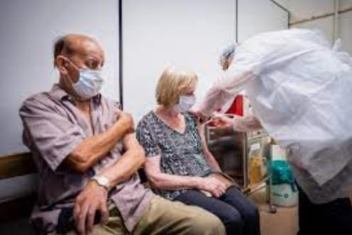 COM veto, Bolsonaro sanciona MP que facilita compra de vacinas contra Covid-19
