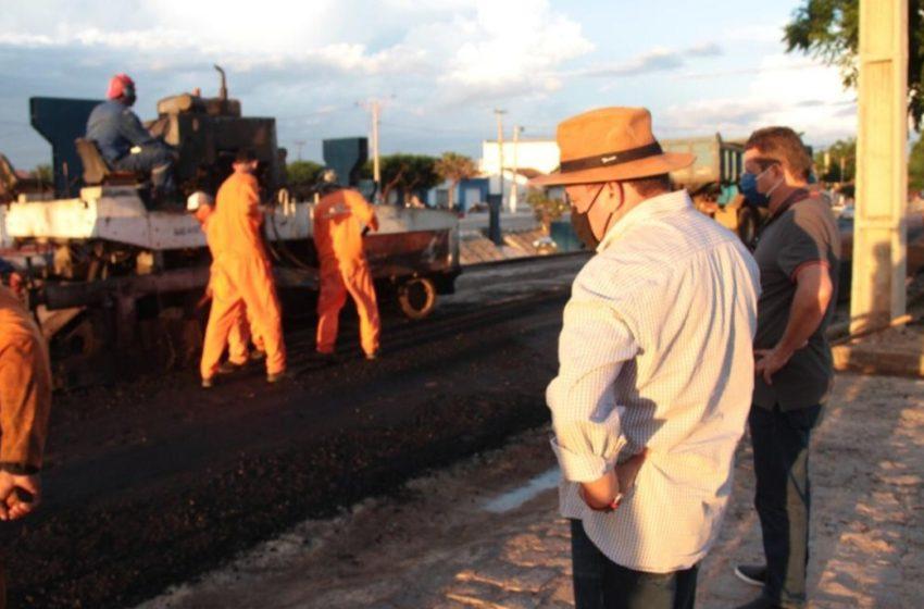 PAVIMENTAÇÃO asfáltica chega a Vila Nova do Piauí, dado o prestígio do prefeito Edilson junto a Nerinho e Wellington Dias