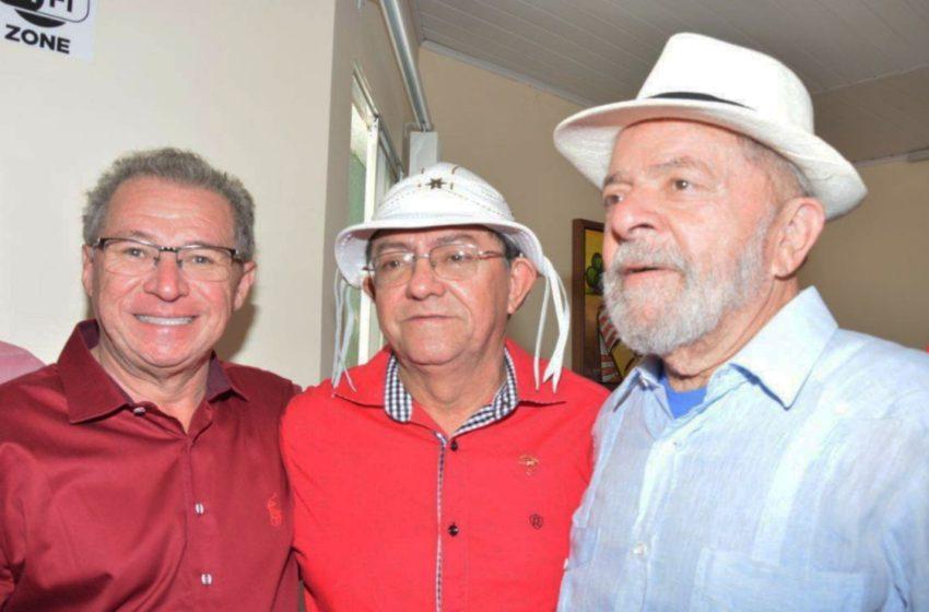 """AMIGOS verdadeiros do Chico Pitu, ex-prefeito de Marcolândia, estão a homenageá-lo no """"Dia do amigo"""" através deste registro!"""