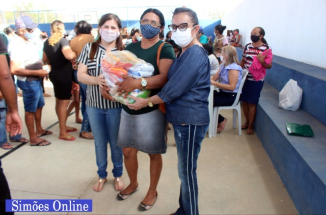 PREFEITURA de Simões a levar através das Secretarias de Assistência Social e Saúde, alimentos para quem precisa