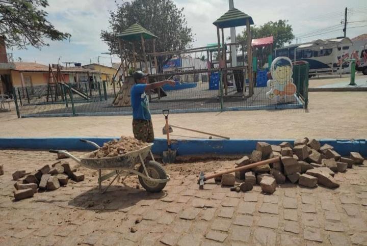PREFEITURA de Salitre iniciou, como podemos ver, a operação tapa-buracos na cidade para receber a pavimentação asfáltica
